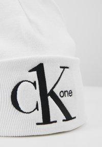 Calvin Klein Jeans - BEANIE - Mössa - white - 4