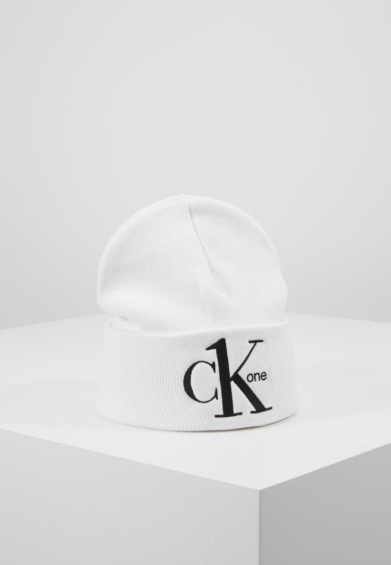 Calvin Klein Jeans - BEANIE - Mössa - white
