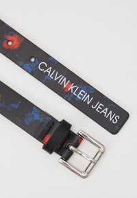 Calvin Klein Jeans - DIGITAL FLOWER BELT - Cinturón - black - 2