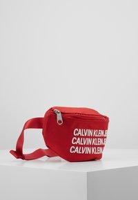 Calvin Klein Jeans - SPORT ESSENTIAL WAISTPACK - Kabelka - red - 4