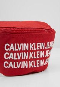 Calvin Klein Jeans - SPORT ESSENTIAL WAISTPACK - Kabelka - red - 2