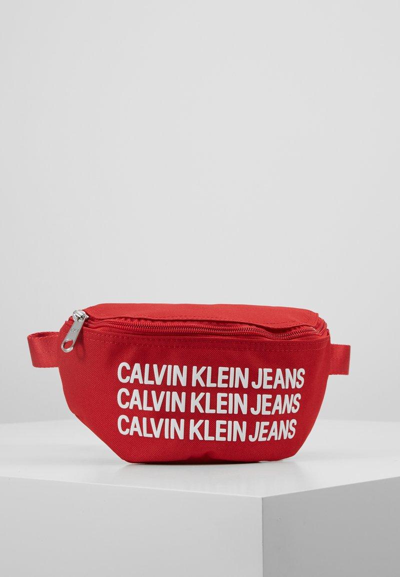 Calvin Klein Jeans - SPORT ESSENTIAL WAISTPACK - Bältesväska - red