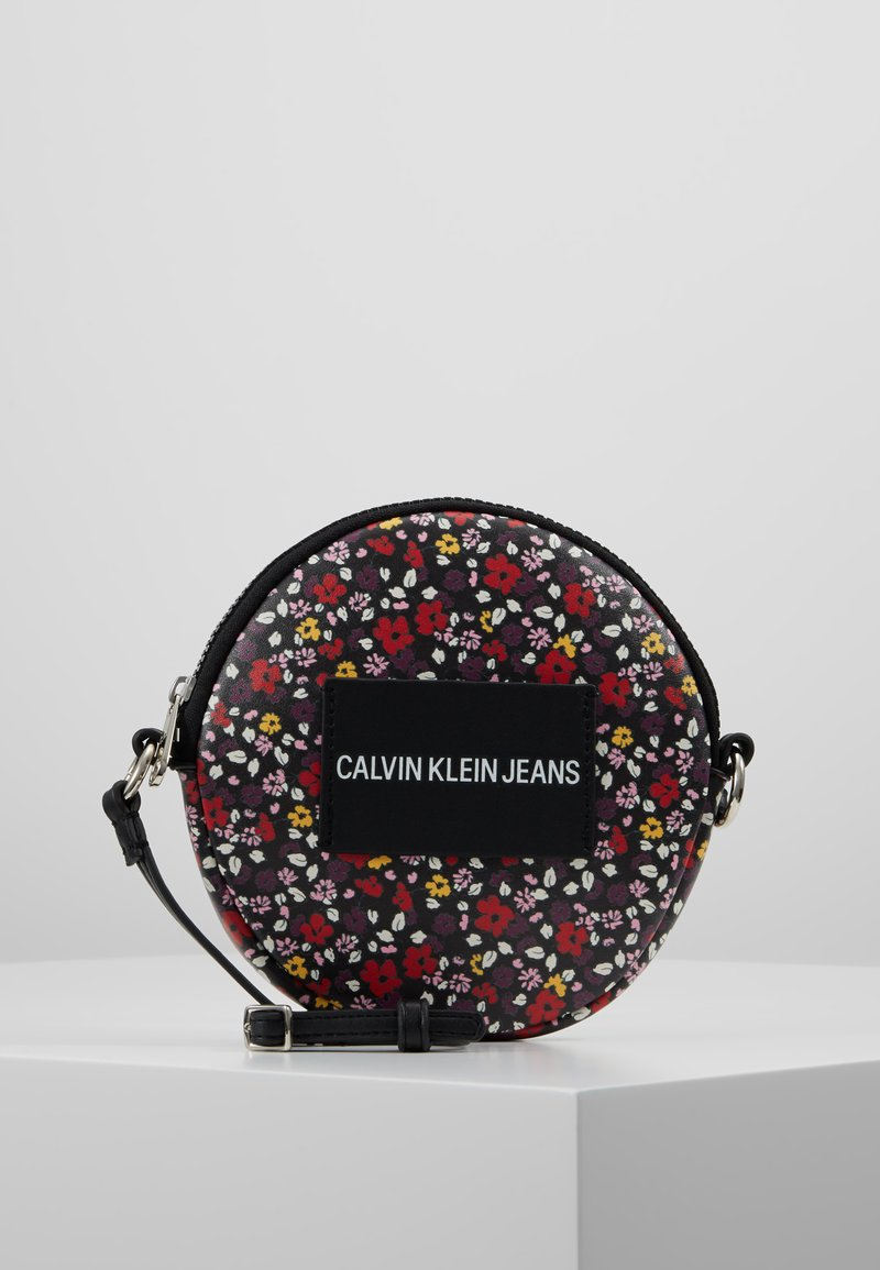 Calvin Klein Jeans - ESSENTIAL CIRCLE BAG - Torba na ramię - black
