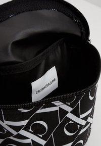 Calvin Klein Jeans - MIRRORED MONOGRAM WAIST PACK - Bandolera - black - 5