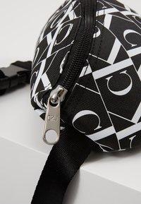 Calvin Klein Jeans - MIRRORED MONOGRAM WAIST PACK - Bandolera - black - 2