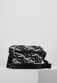 Calvin Klein Jeans - MIRRORED MONOGRAM WAIST PACK - Bandolera - black - 3