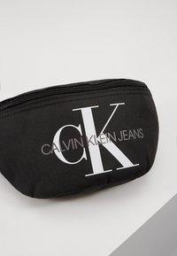 Calvin Klein Jeans - MONOGRAM WAIST PACK - Ledvinka - black - 2