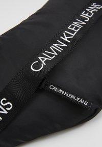 Calvin Klein Jeans - LOGO WAISTPACK - Ledvinka - black - 2