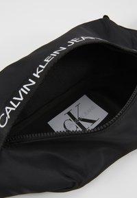 Calvin Klein Jeans - LOGO WAISTPACK - Ledvinka - black - 4