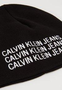 Calvin Klein Jeans - BOYS BASIC BEANIE - Čepice - black - 2