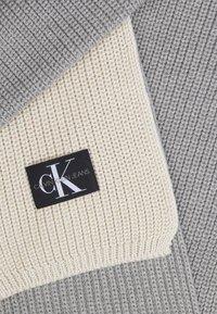 Calvin Klein Jeans - GIRLS MONOGRAM SCARF - Scarf - grey - 1