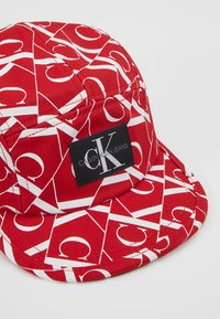 Calvin Klein Jeans - MIRROR MONOGRAM PANEL  - Czapka z daszkiem - red - 2