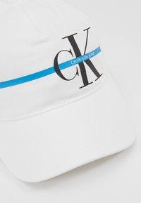 Calvin Klein Jeans - MONOGRAM STRIPE CAP - Lippalakki - white - 2