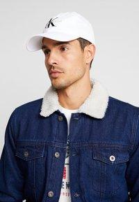 Calvin Klein Jeans - MONOGRAM - Lippalakki - white - 1