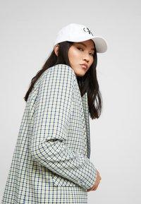 Calvin Klein Jeans - MONOGRAM - Lippalakki - white - 2