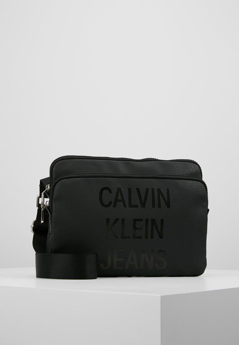 Calvin Klein Jeans - COATED LOGO FLAT CROSSBODY - Bandolera - black