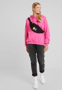 Calvin Klein Jeans - ESSENTIAL PRIDE STREET PACK - Bältesväska - black - 5