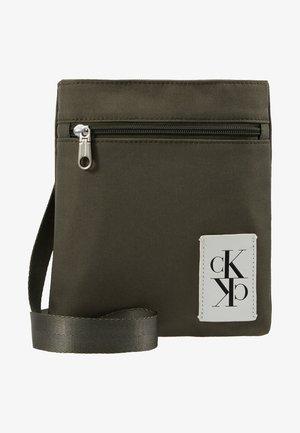 SPORT ESSENTIALS MICRO FLAT PACK - Across body bag - green