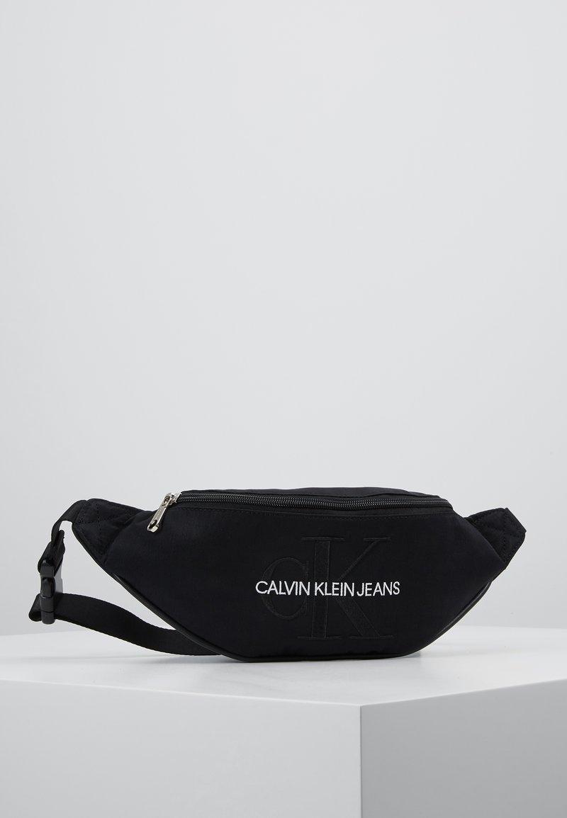 Calvin Klein Jeans - MONOGRAM STREET PACK - Ledvinka - black
