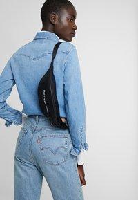 Calvin Klein Jeans - MONOGRAM STREET PACK - Ledvinka - black - 5