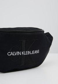 Calvin Klein Jeans - MONOGRAM STREET PACK - Ledvinka - black - 7