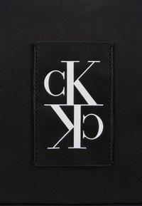 Calvin Klein Jeans - SPORT ESSENTIALS  DUFFLE  - Treningsbag - black - 7