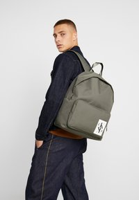 Calvin Klein Jeans - SPORT ESSENTIALS BACKPACK - Plecak - green - 1
