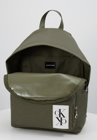 Calvin Klein Jeans - SPORT ESSENTIALS BACKPACK - Plecak - green - 4