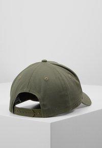 Calvin Klein Jeans - J MIRROR CK CAP WITH FLOCKING - Cap - green - 2
