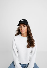Calvin Klein Jeans - J MIRROR CK CAP WITH FLOCKING - Kšiltovka - black - 4