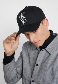 Calvin Klein Jeans - J MIRROR CK CAP WITH FLOCKING - Kšiltovka - black - 1