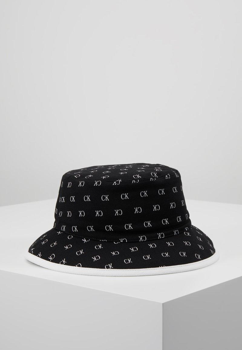 Calvin Klein Jeans - ALLOVER BUCKET - Hatt - black