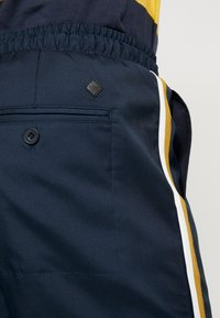 Casual Friday - PANTS - Kalhoty - navy - 5