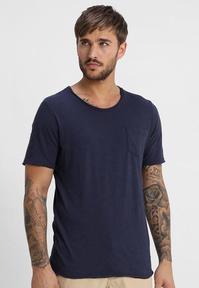 REGULAR FIT - Jednoduché triko - blue
