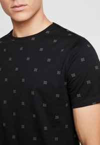 Casual Friday - T-shirt con stampa - black - 4