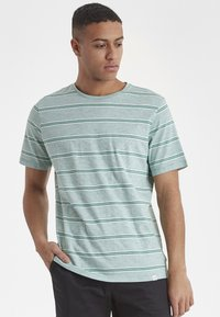 Casual Friday - CF TYSON - Print T-shirt - bottle green - 0
