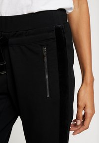 comma casual identity - TROUSERS - Pantaloni - black - 3