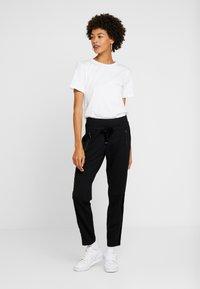 comma casual identity - TROUSERS - Pantaloni - black - 1