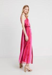 comma casual identity - Vestito lungo - purple/pink - 1