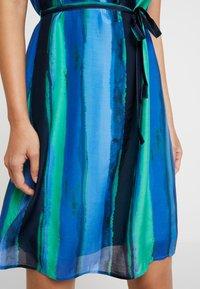 comma casual identity - Vestito estivo - blue/green - 4