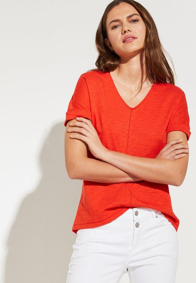 MIT V-NECK - Basic T-shirt - lobster