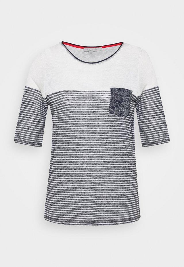 Camiseta estampada - placed pri