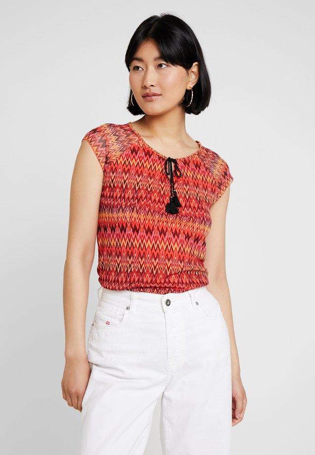 KURZARM - Print T-shirt - orange