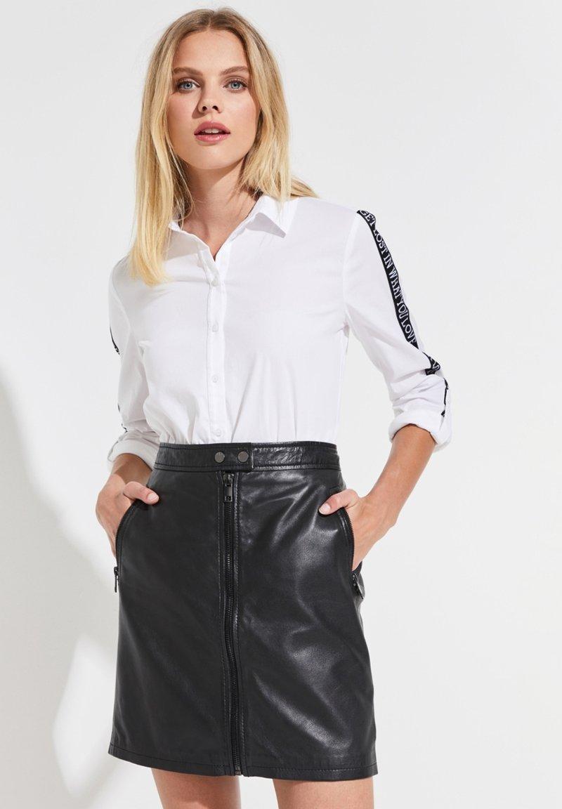 comma casual identity - MIT STATEMENT-BÄNDERN - Button-down blouse - white