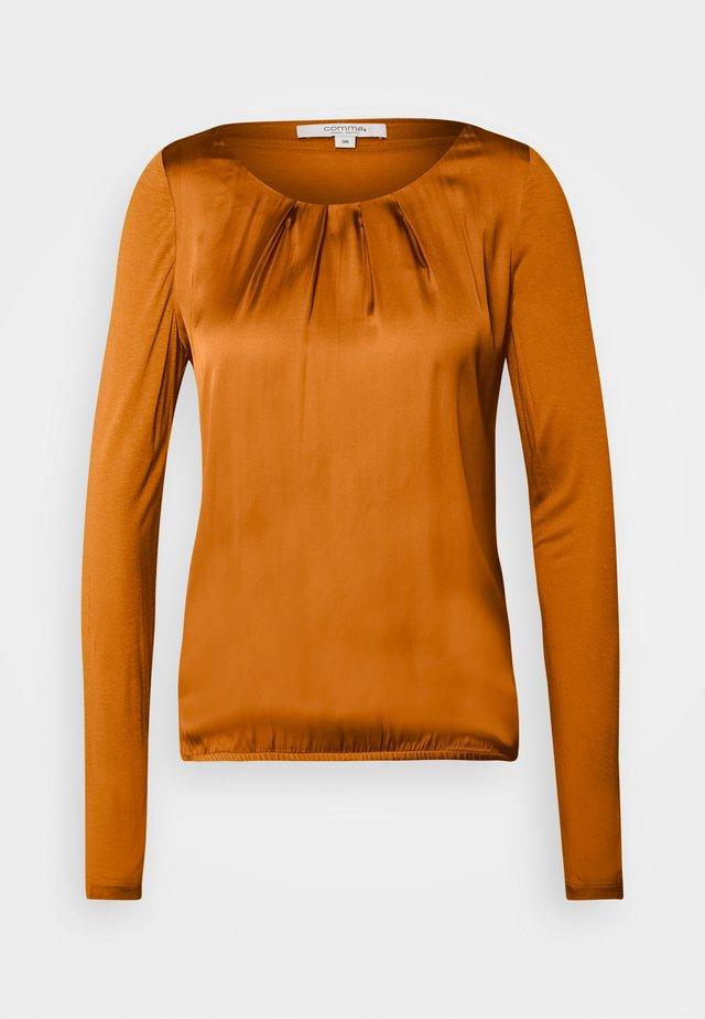 LANGARM - Bluser - orange