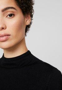 comma casual identity - REPEAT TURTLE NECK JUMPER - Maglione - black - 4