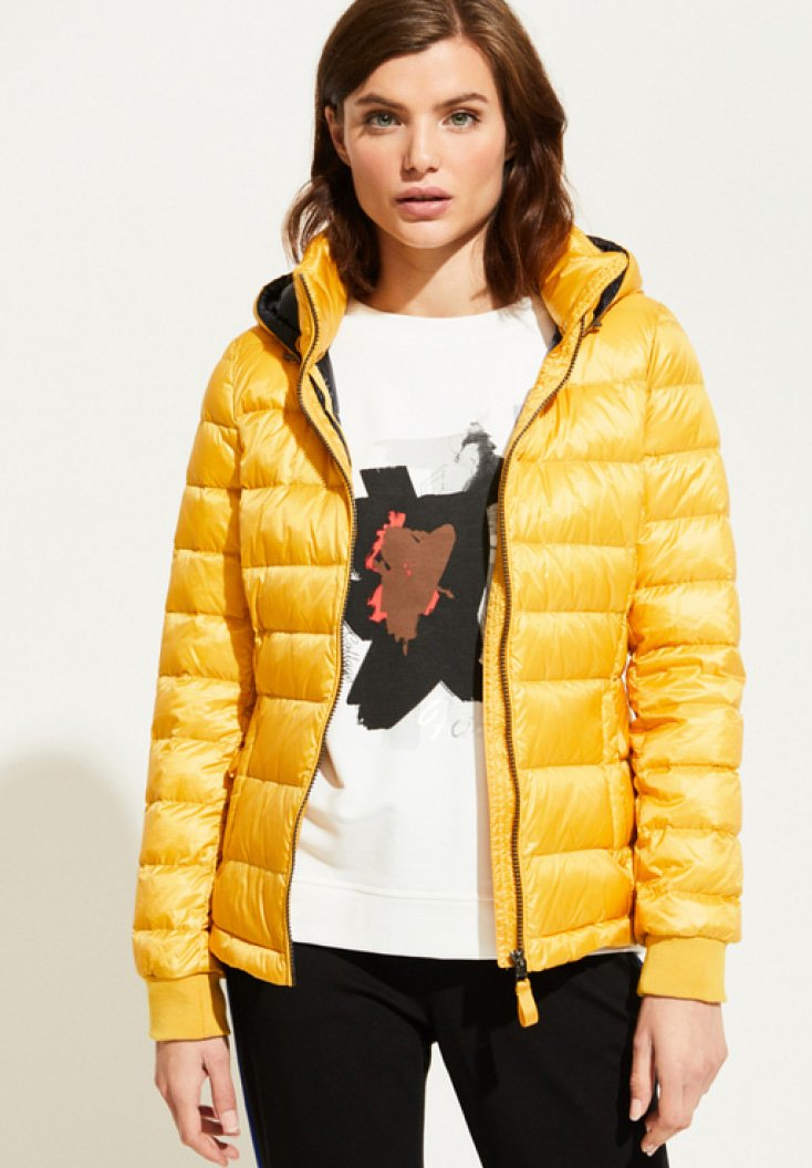 comma casual identity - MIT KLASSISCHEM STEPPMUSTER - Down jacket - yellow