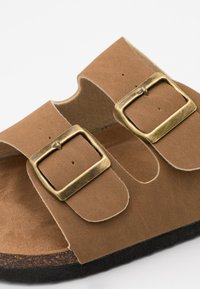 Cotton On - DOUBLE BUCKLE - Chaussons - brown - 5
