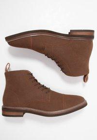 Cotton On - HUTCHISON DRESS BOOT - Šněrovací kotníkové boty - brown - 1