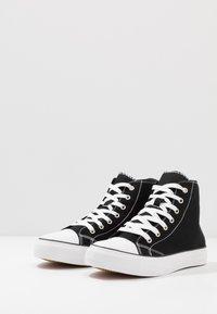 Cotton On - TYLER - Vysoké tenisky - black/white - 2